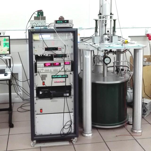 Cryogenic 14 T VSM at the Universidad del País Vasco Bilbao.